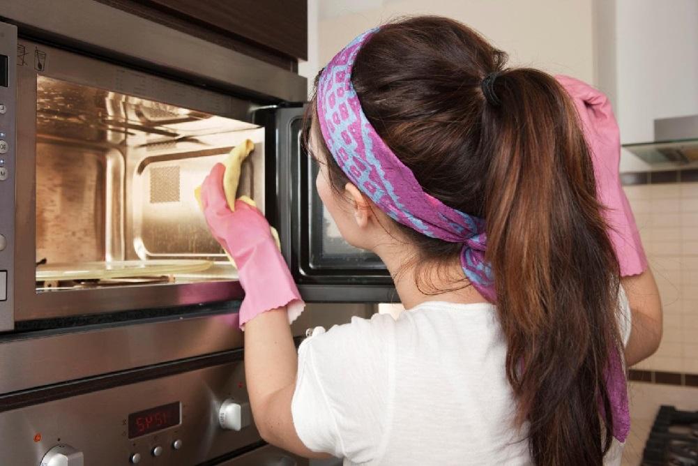 Лучшие способы, как отмыть микроволновку от жира